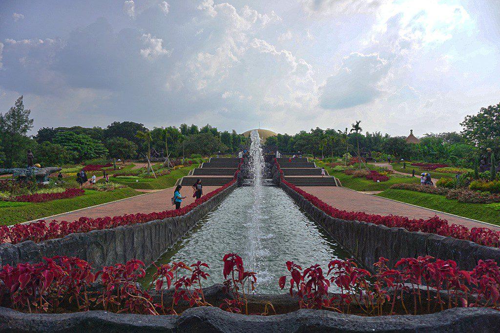Taman Legenda Keong Emas